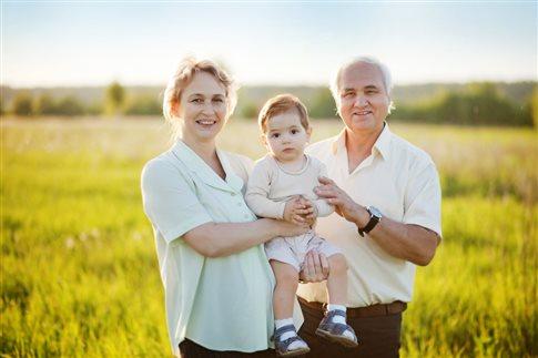 Καλύτερη σωματική και συναισθηματική υγεία για τα παιδιά που έχουν μεγάλους γονείς.