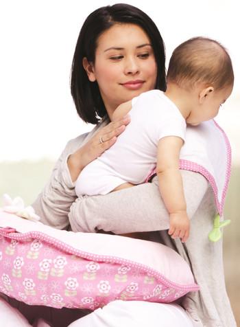 Ποια είναι η σωστή τεχνική για να ρευτεί το μωρό!