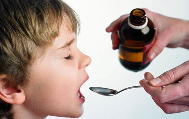 Μην δίνετε στα παιδιά τα φάρμακα με κουταλάκι