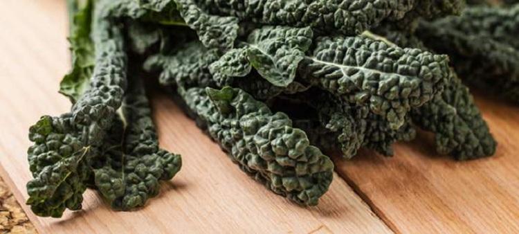"""Επικίνδυνα τα """"κατσαρά"""" λαχανικά σύμφωνα με έρευνα"""
