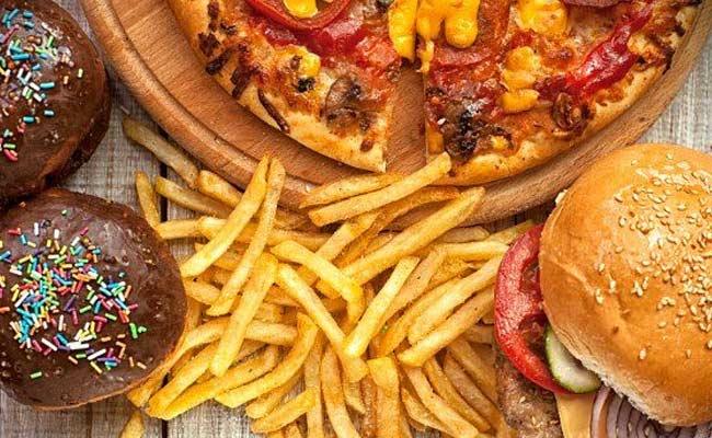 Ποια είναι η κατάλληλη ώρα για… ανθυγιεινές τροφές;