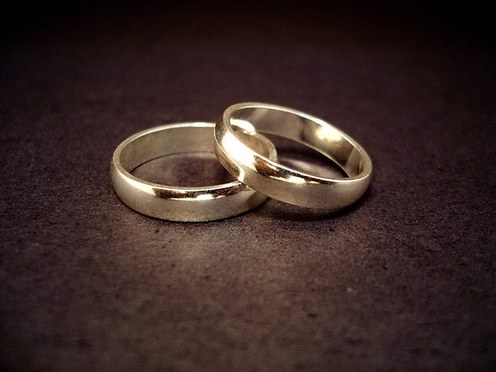 Καλύτερη η αντιμετώπιση του καρκίνου από παντρεμένους