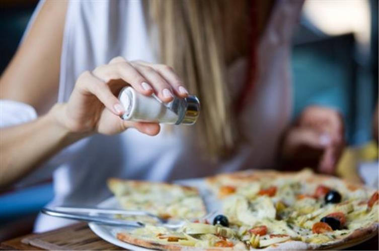 Πόσο αλάτι στη διατροφή κάνει τελικά καλό στην υγεία μας;