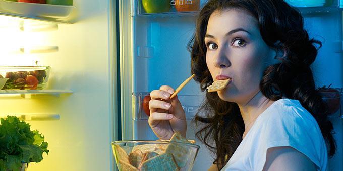 Πώς θα μειώσετε το βραδινό τσιμπολόγημα