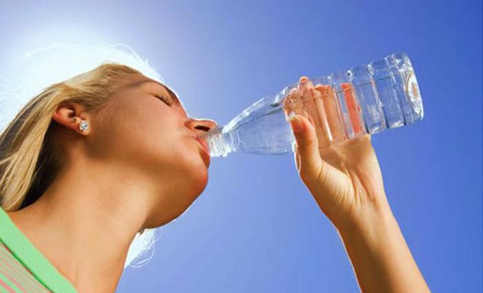 Νερό: Γιατί δεν πρέπει να το πίνουμε κρύο