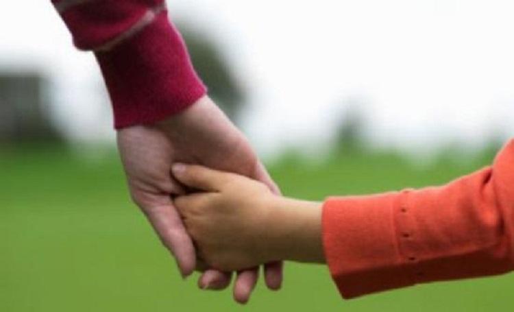 Υπερπροστασία: Γιατί μειώνει τις ικανότητες του παιδιού;