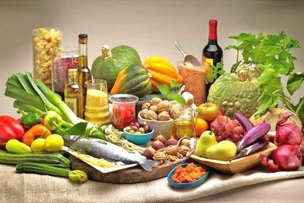 Η μεσογειακή διατροφή κόβει… κιλά