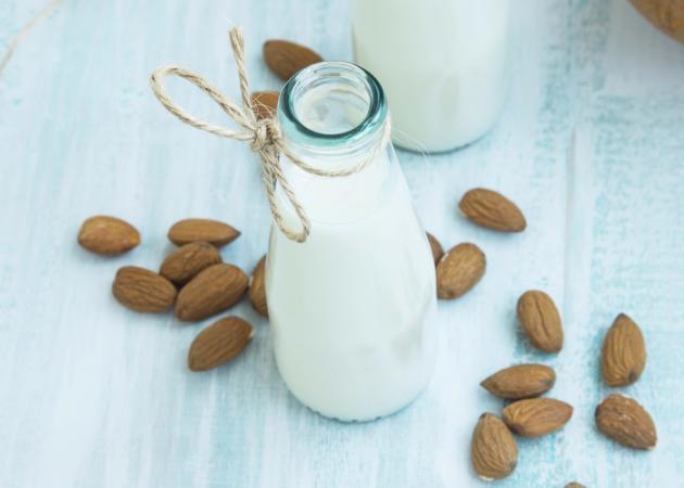 ΓΑΛΑ ΑΜΥΓΔΑΛΟΥ: Όλα όσα πρέπει να γνωρίζεις πριν το υιοθετήσεις στη διατροφή σου