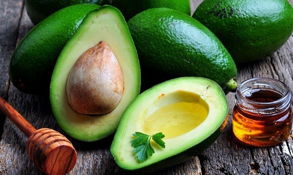 bigstock-fresh-avocado-with-olive-oil-a-114122858