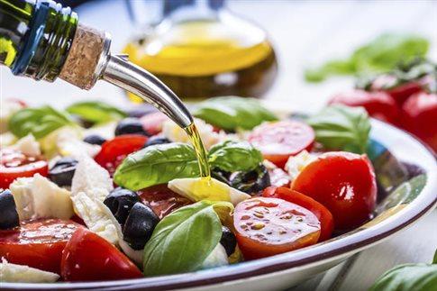 Η μεσογειακή διατροφή μειώνει τον κίνδυνο εκφύλισης της ωχράς κηλίδας