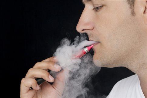 Άγνοια για τις επιπτώσεις του ηλεκτρονικού τσιγάρου στην υγεία των παιδιών