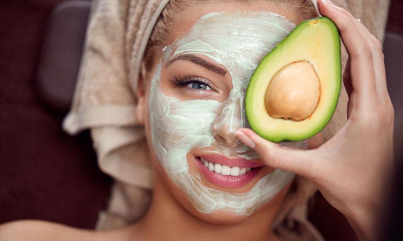 Ξηρό και άτονο δέρμα: Δύο σπιτικές μάσκες για άμεσο αποτέλεσμα