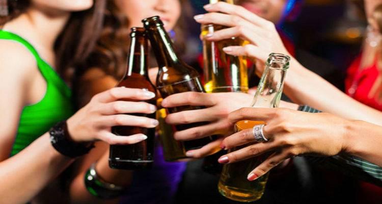 Η μέτρια κατανάλωση αλκοόλ σύμφωνα με επιστήμονες μπορεί να προκαλέσει εγκεφαλικά προβλήματα