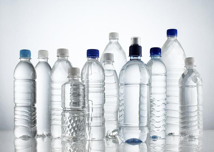Οι συνέπειες της κατανάλωσης νερού από πλαστικό μπουκάλι
