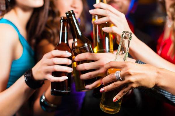 Πως το αλκοόλ συνδέεται με την εξάπλωση του καρκίνου