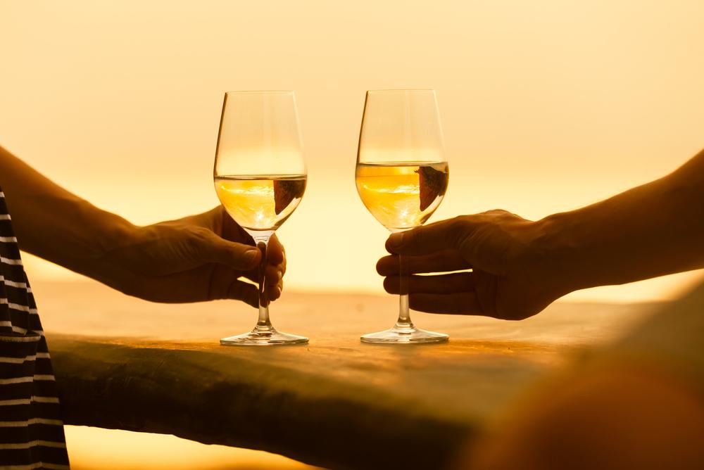 Τα ζευγάρια που πίνουν μαζί είναι πιο ευτυχισμένα