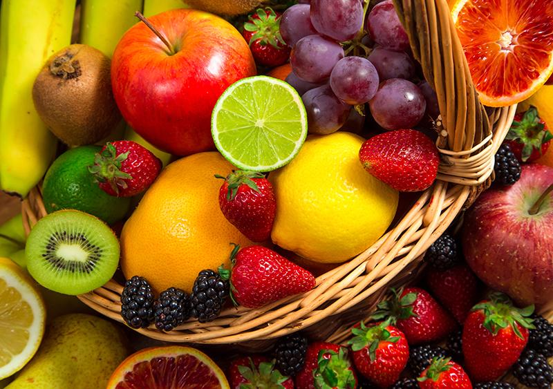 Ποια είναι τα φρούτα και τα λαχανικά με τα περισσότερα φυτοφάρμακα