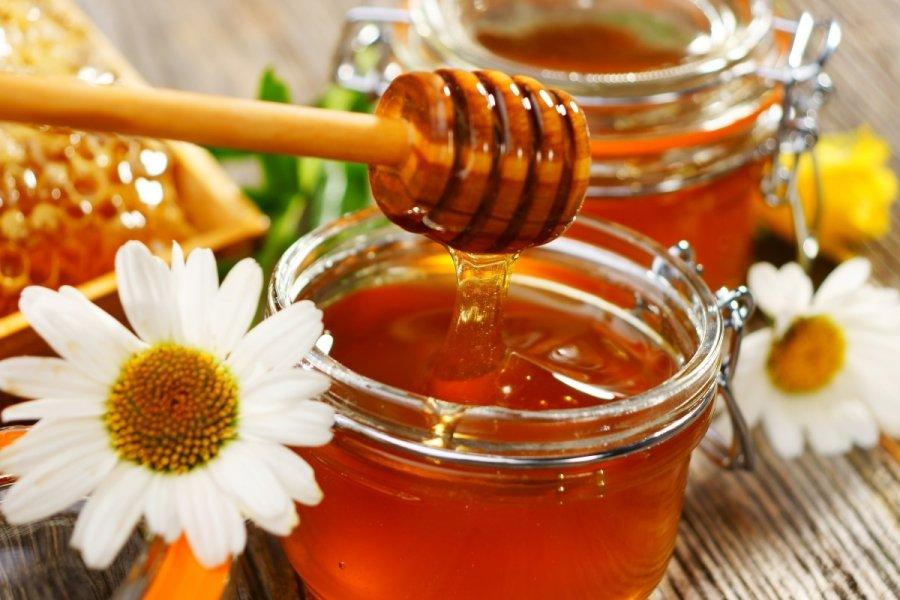 Ο τρόπος για να κάνετε το ζαχαρωμένο μέλι σας και πάλι λείο