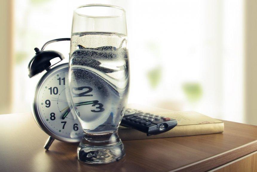 Σε τι σας βοηθάει η κατανάλωση νερού με άδειο στομάχι