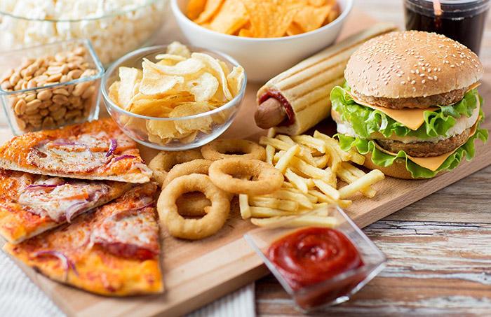 Το είδος του φαγητού που μπορεί να προκαλέσει σοβαρά προβλήματα υγείας στους νέους