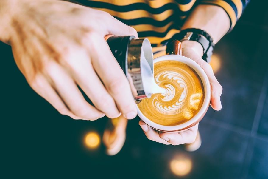 Καφές με γάλα : 3 επιπτώσεις για τον οργανισμό