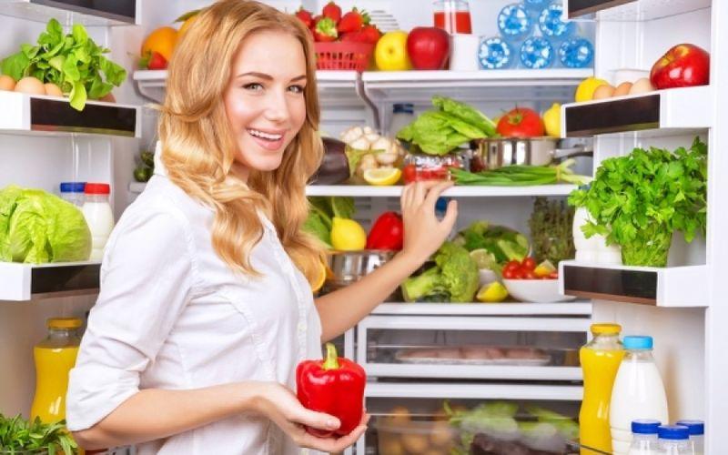 Αυτές είναι οι 5 τροφές που πρέπει οπωσδήποτε να μπουν στο ψυγείο