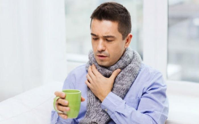 Τρόποι για να ανακουφιστείτε από τον πονόλαιμο