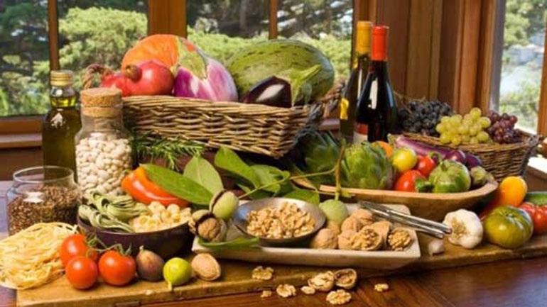 Οι τροφές με τους λιγότερους υδατάνθρακες που μας βοηθούν στο αδυνάτισμα