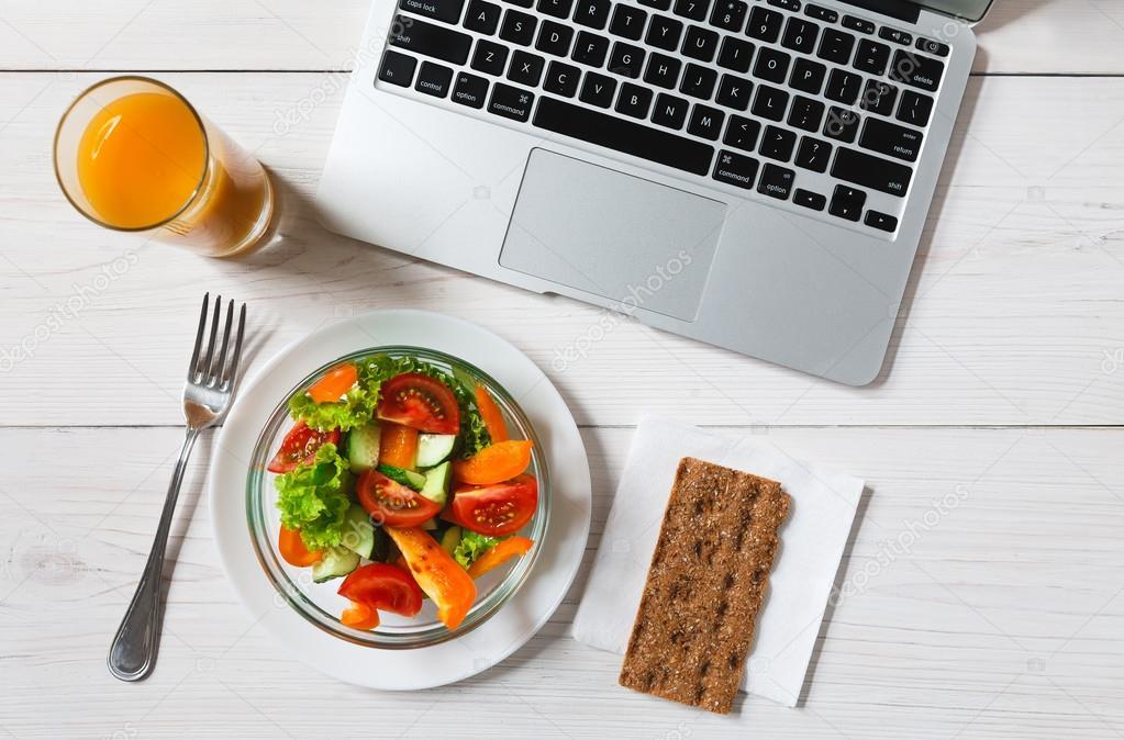 Μεσημεριανό στο γραφείο : Σπιτικό Vs Delivery