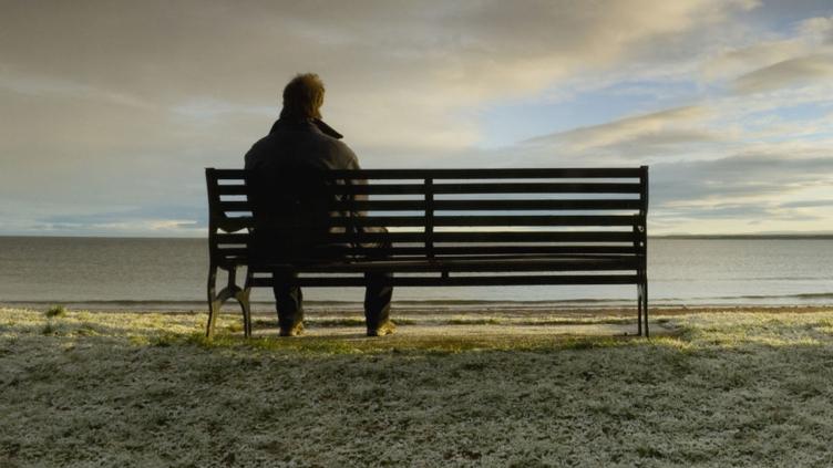 Η μοναξιά που μπορεί να νιώθουμε επιβαρύνει τον οργανισμό μας όσο 15 τσιγάρα