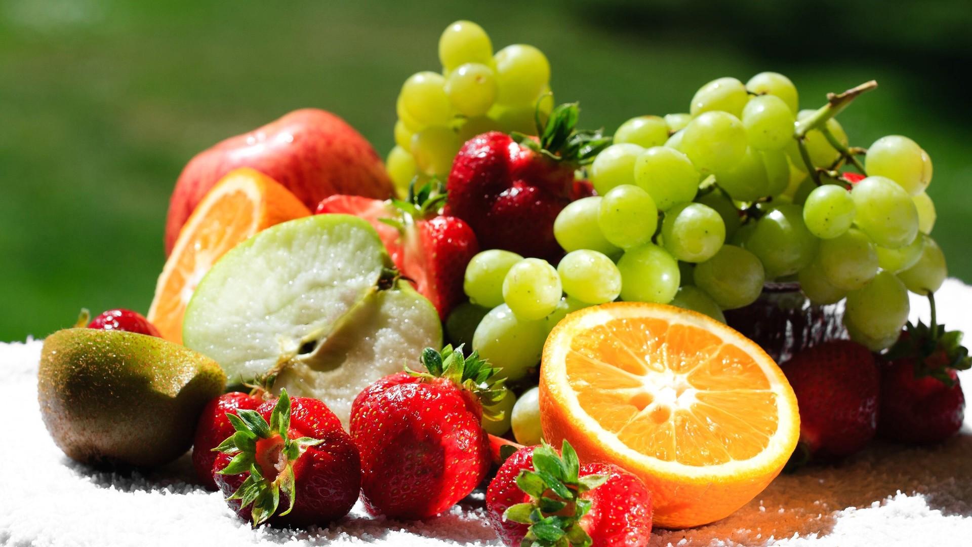 Ποια φρούτα πρέπει να τα τρώμε με τη φλούδα